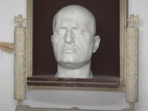 Mussolinis grav