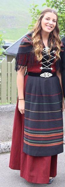 Färöiska i nationaldräkt